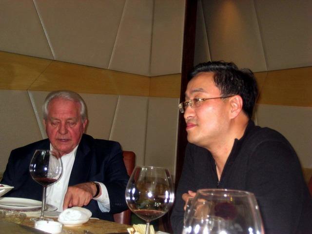 利世控股总裁李中子博士陪同美国投资商参观拉斐水岸